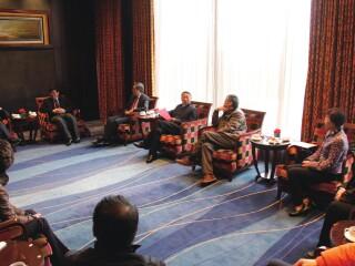 华东师范大学校领导同周边合作与发展协同创新中心首席专家举行会谈