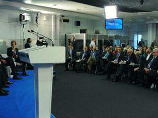 俄罗斯媒体报道周边中心主任冯绍雷瓦尔代国际辩论俱乐部会议提问普京
