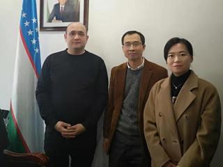 2020年1月17日,周边中心刘军研究员拜访乌兹别克斯坦、哈萨克斯坦和蒙古国驻上海领馆并与领馆工作人员亲切交流。